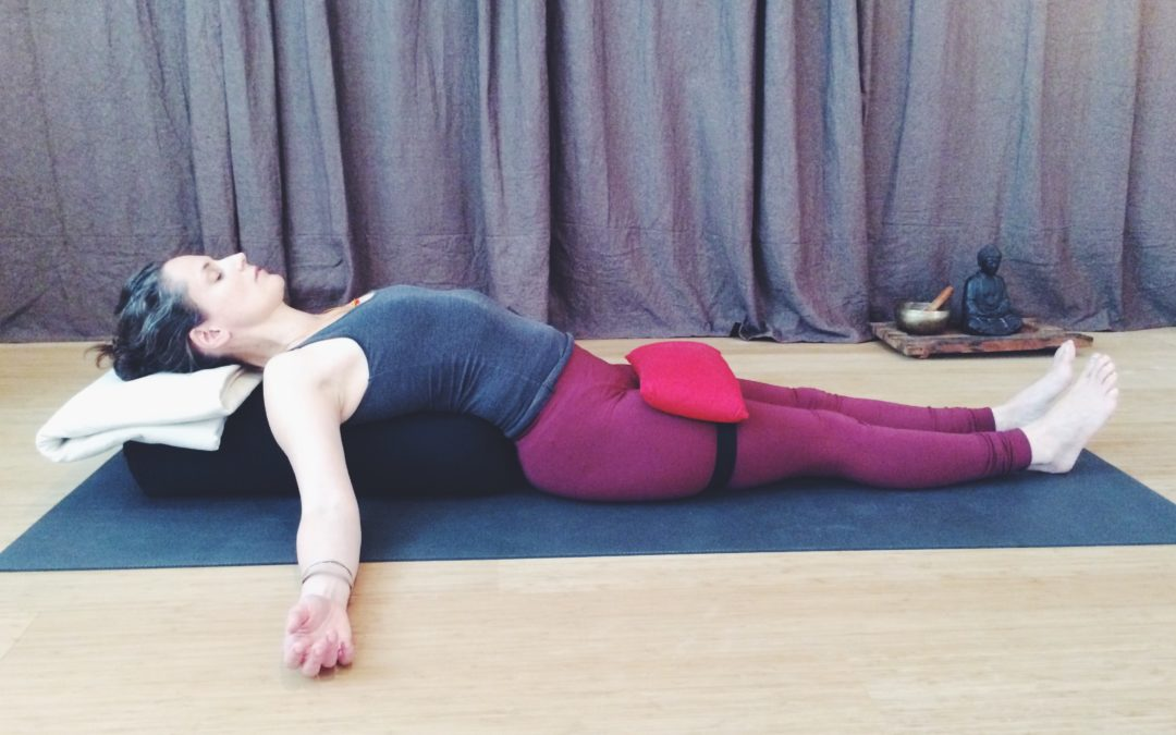Fire dages fordybelse i genopbyggende yoga